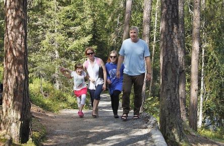 The Kiutaköngäs Trail is an outstanding day-trip trail to those visiting Oulanka. Photo: Susanna Kolehmainen / Metsähallitus