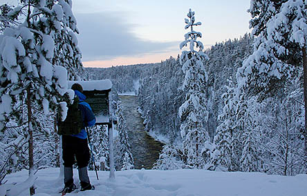 Snow shoe hiker on Pieni Karhunkierros Trail. Photo: Sanna Saarela