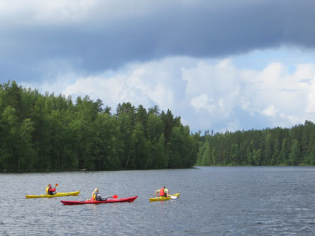 You have a great opportunity to paddle on the Lake Konnevesi. Photo: Laura Lehtonen.