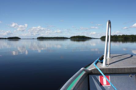 Etelä-Konneveden aavat järvenselät kutsuvat nauttimaan kesäpäivästä vesillä. Kuva: Metsähallitus / Anna-Riikka Ihantola