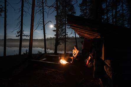 Bonfire by a lean-to shelter. Photo Eeva Mäkinen