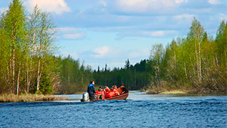 A river boat transportation on Arctic Circle Hiking Areas Boating Route. Image: Juha Paso