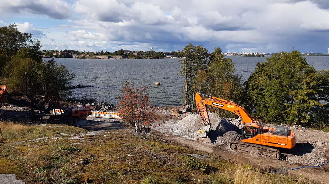 The construction of the water supply network will continue in Vallisaari. Photo: Aino Von Boehm.