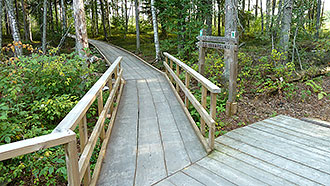 There is a 150-metres-long duckboard trail suitable for wheelchairs starting from Kiljamo. Photo: S.M Hiukkamäki