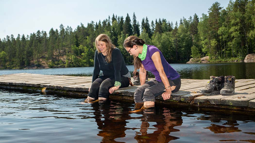 Girls on the dock in Lapinsalmi. Photo: Saara Lavi