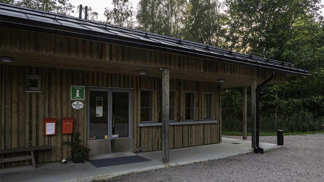 Biljettförsäljning och info vid Raseborgs slott. Bild: Tuija Warén.
