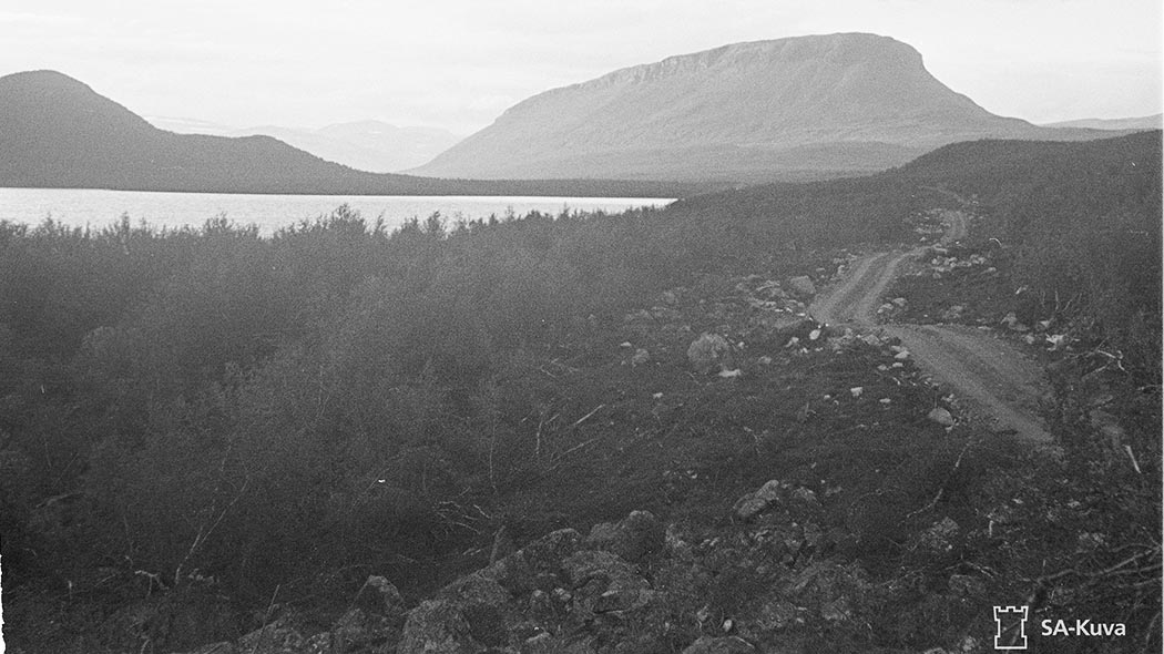 Saana Fell, Lake Kilpisjärvi and the Käsivarrentie Road under construction in 1941. Picture of Finnish Army image archive no. 105244.