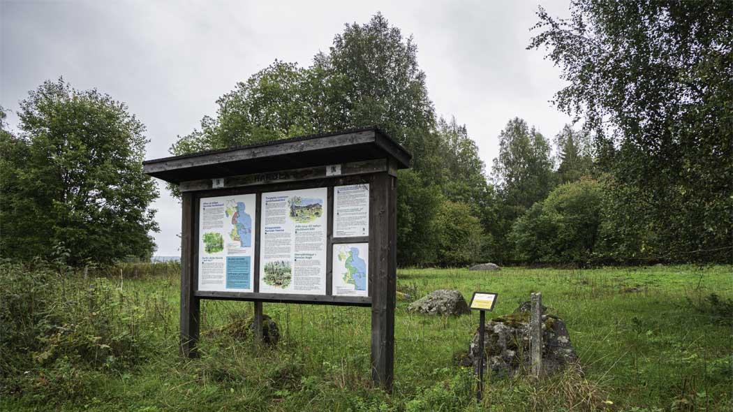 Informationstavla vid parkering. Bild:Tuija Warén.