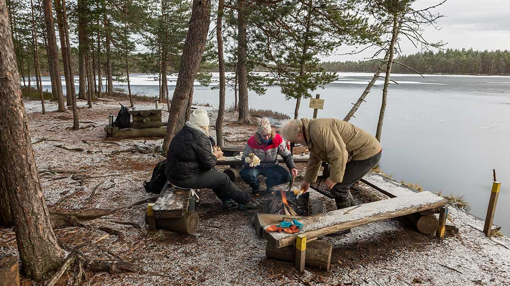 Komion luutalammi. Kuva  Jari Kostet. Komion luonnonsuojelualueen sijainti  Suomessa d6eddba0c4