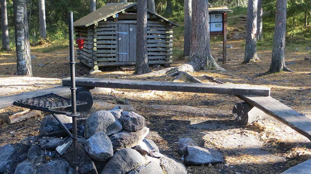 Saarilampi campfire site at Klassarinkierros Trail. Photo: Laura Lehtonen.