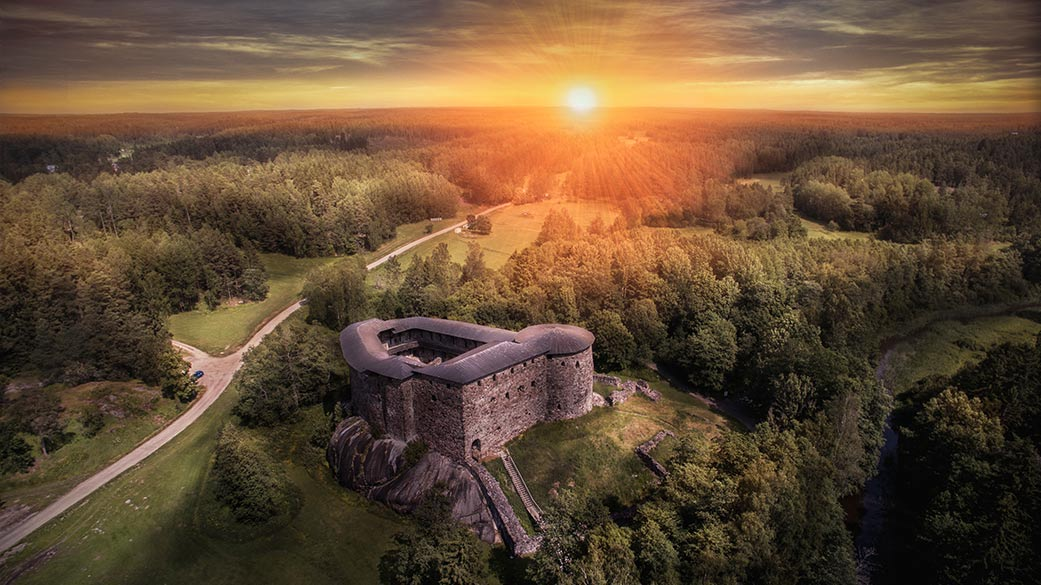 Magical atmosphere at Raseborg's castle ruind during sunset. Photo: Petri Kauppi.